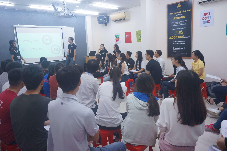 cau lac bo Tieng Anh thay giang co mai 2017100107