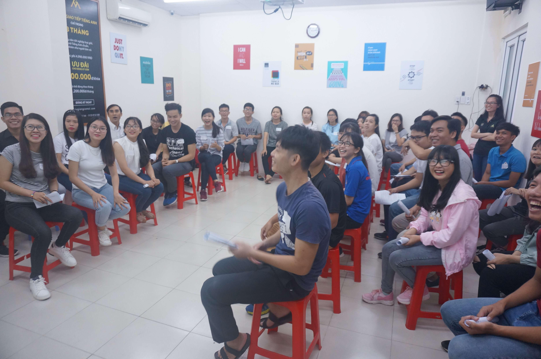 cau lac bo Tieng Anh thay giang co mai 2017100108